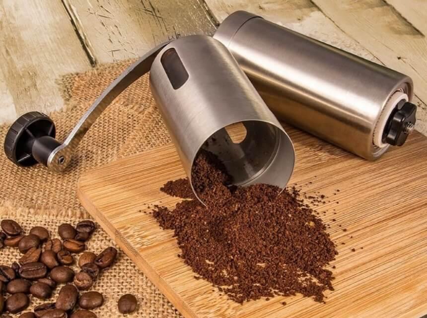 Les 6 Meilleurs Moulins à Café Manuels: Pratique & Facile à Utiliser